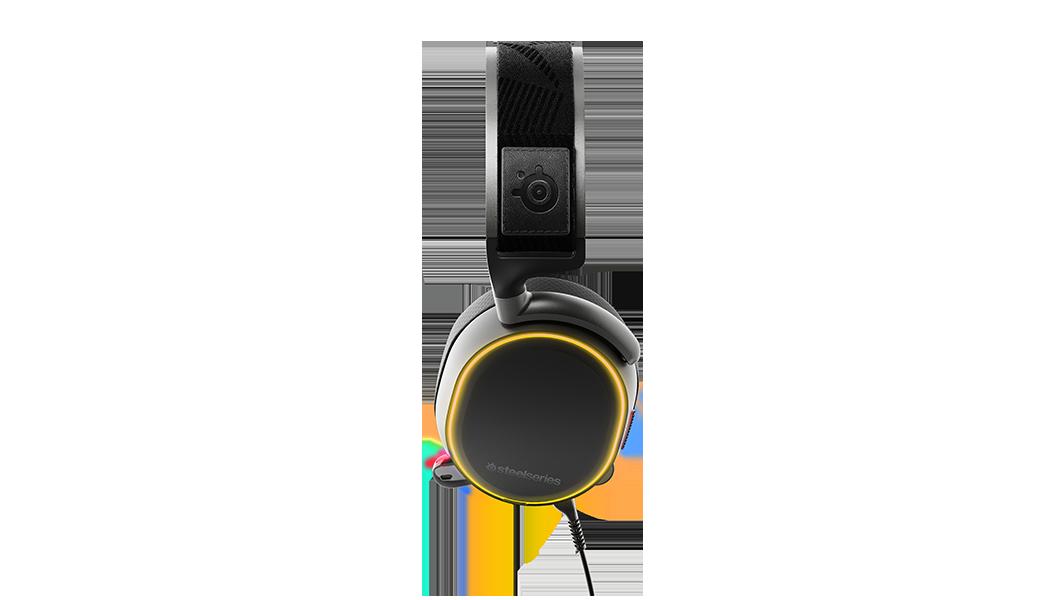 Arctis Pro 耳機的側面視圖,同時展示 RGB 燈光功能設計。