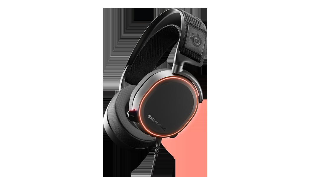 Arctis Pro 耳機的角度視圖,同時展示 RGB 燈光功能設計。