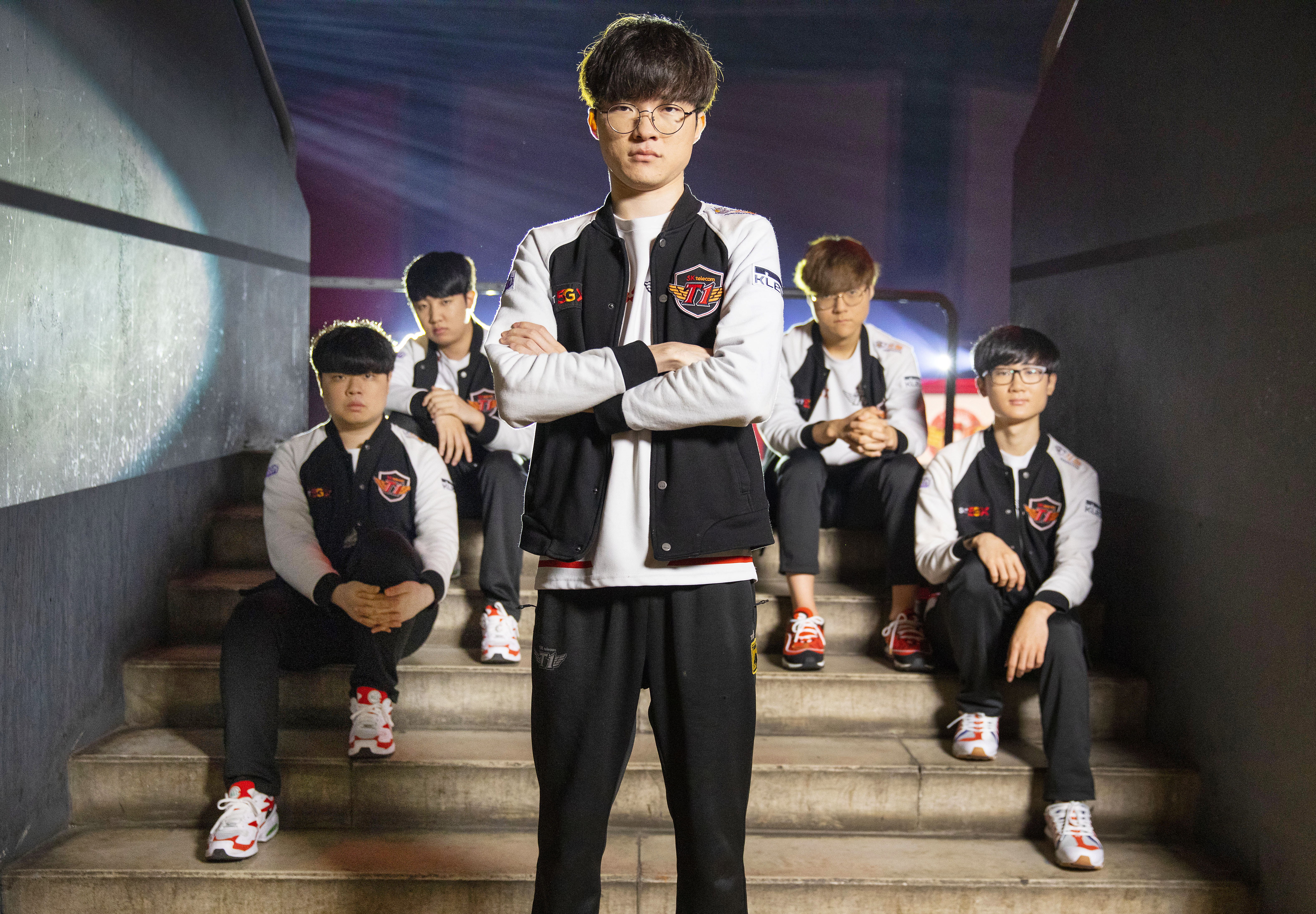 Team SKT1 with Faker in front of the group