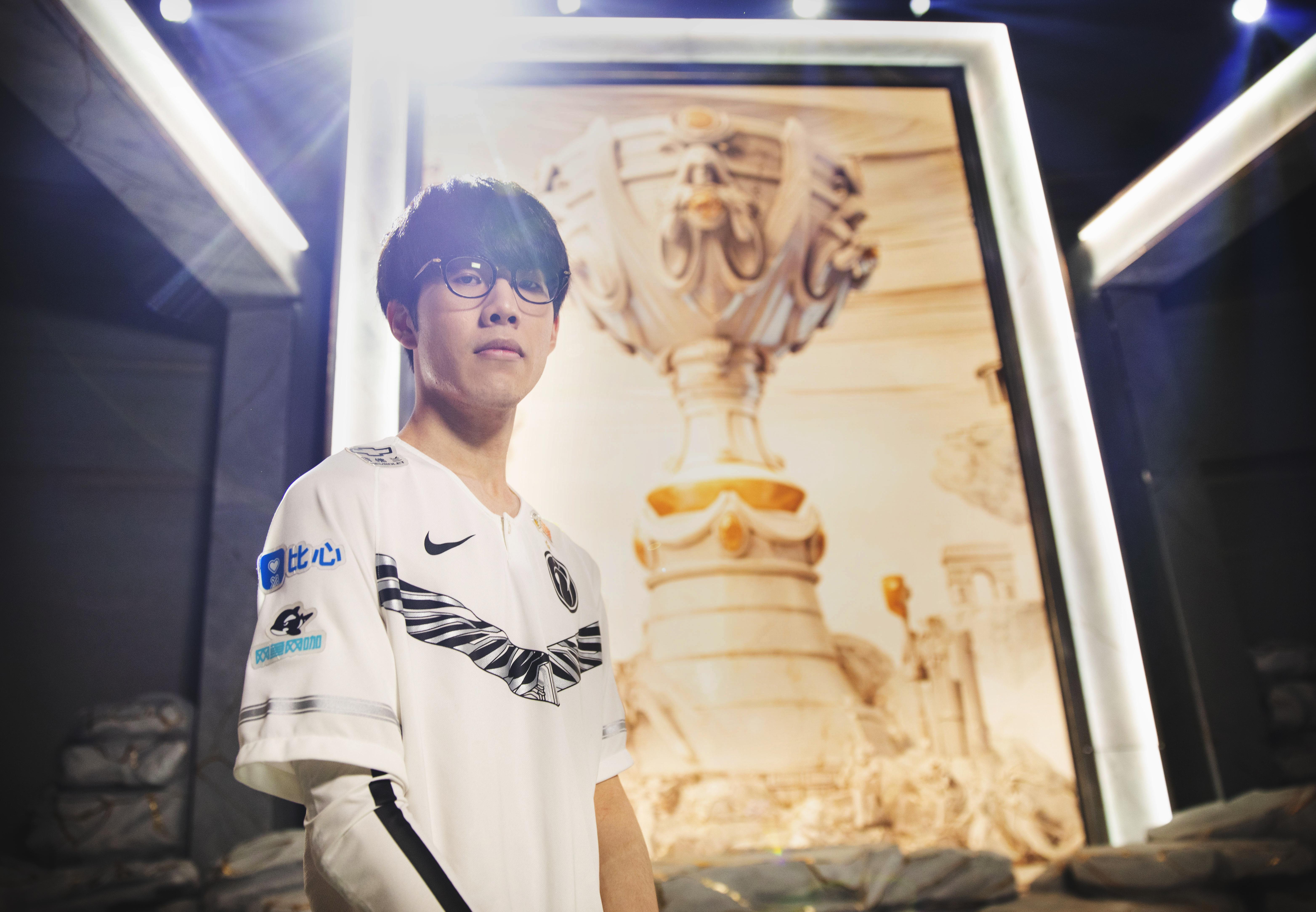 """Jang """"MaRin"""" Gyeong-hwan on an esports stage"""