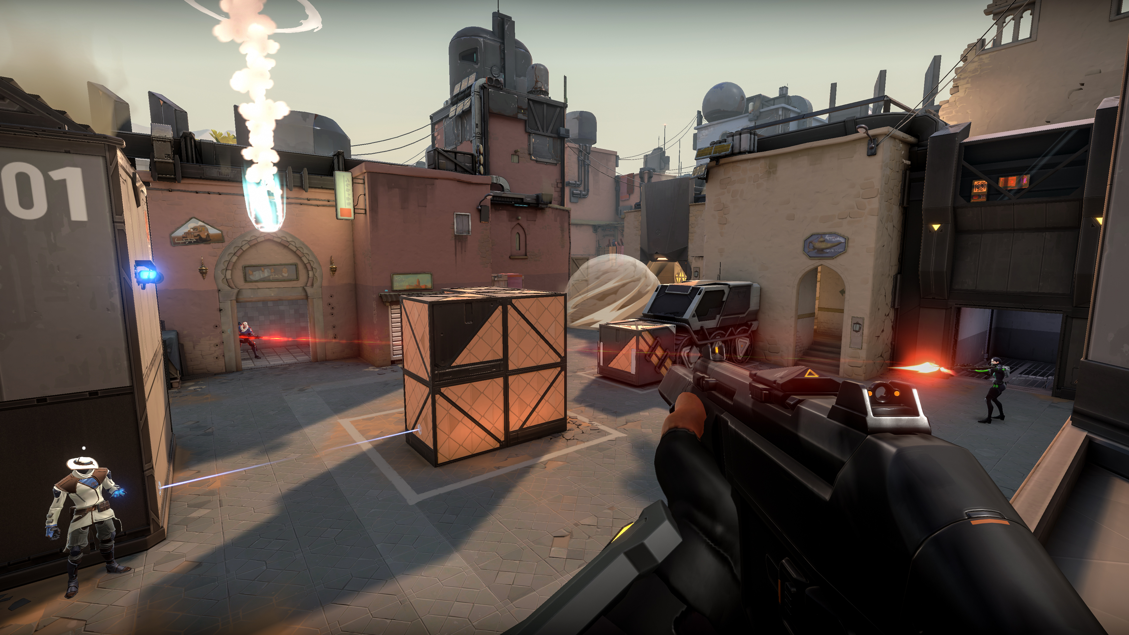 4 players using smokes and other gadgets during a Valorant match