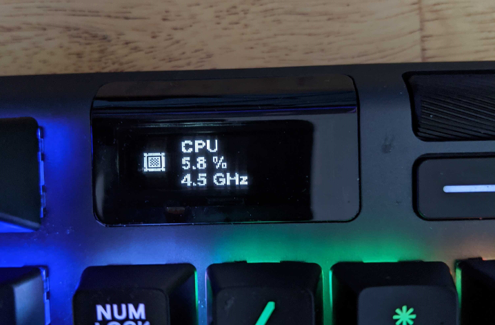 Apex keyboard OLED screen displaying CPU percentage