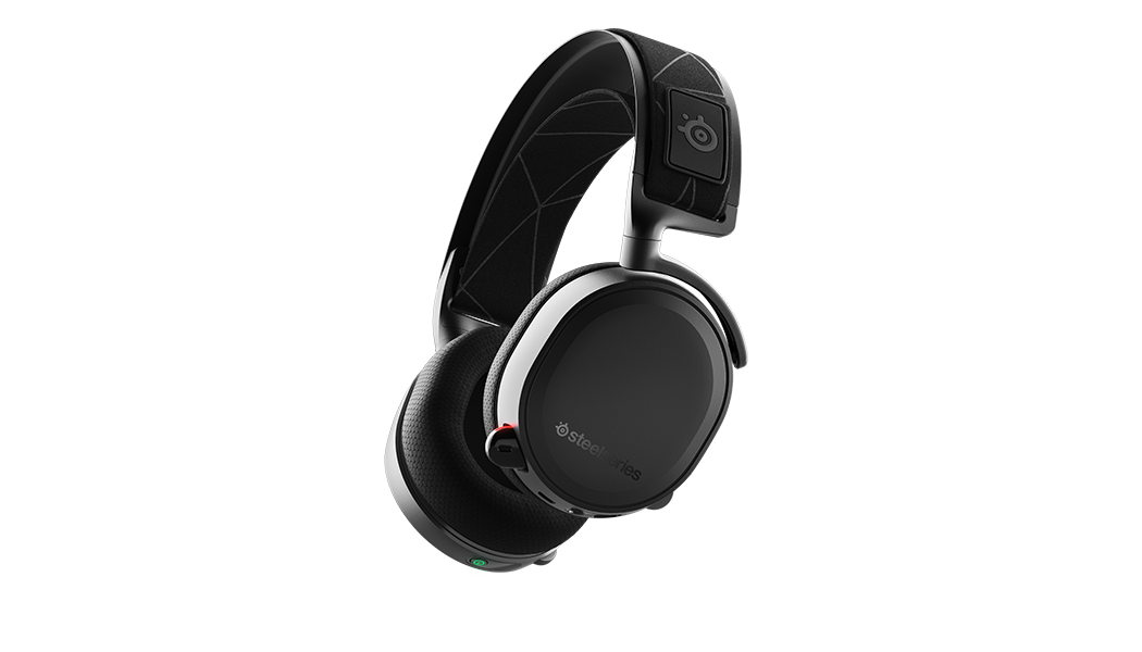 A black Arctis 7 headset on a blank background