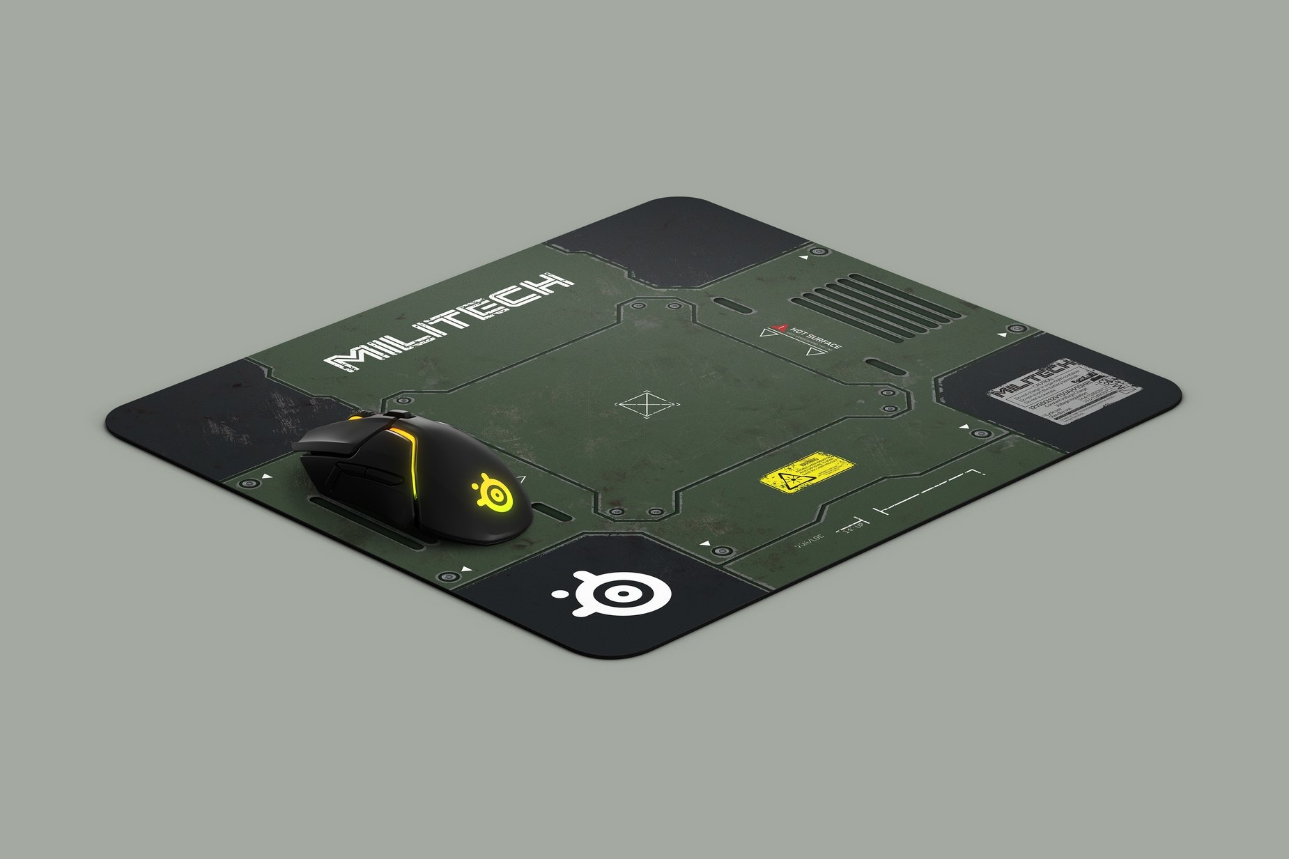 Podkładka pod mysz QcK Cyberpunk Militech z myszą dla porównania rozmiaru, z pełną grafiką