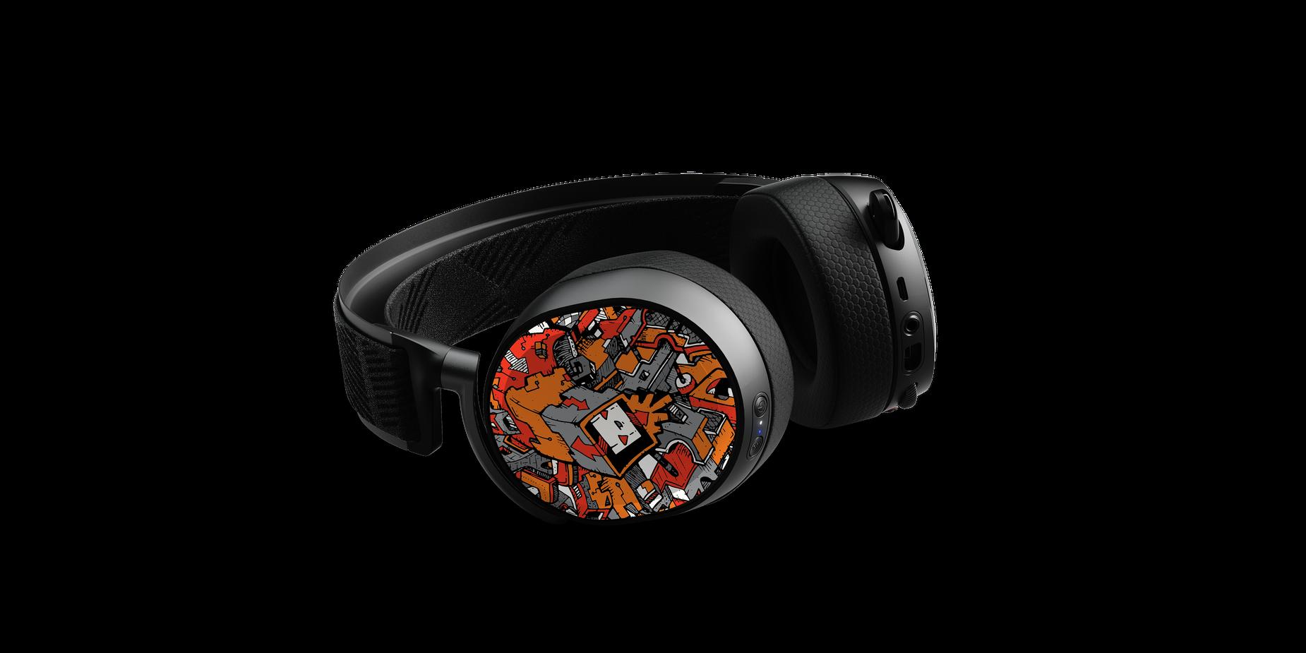 Arctis Pro Lautsprecherteller mit dem Design von Dune Haggar an einem liegenden Headset