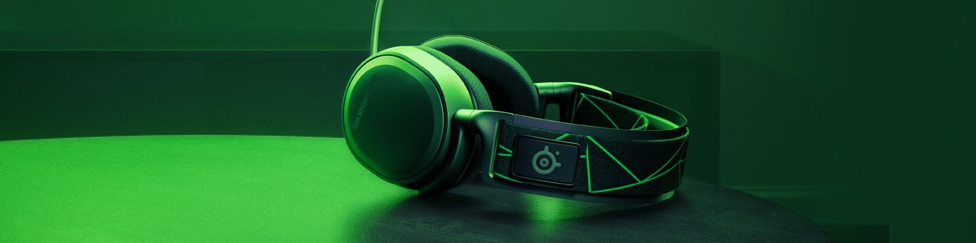 Image of an Arctis 7X headset optimized for Xbox