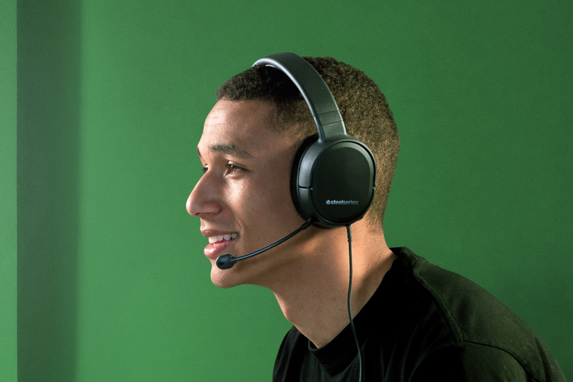 Gamer chatting with teammates via the Arctis 1 for Xbox gaming headset microphone