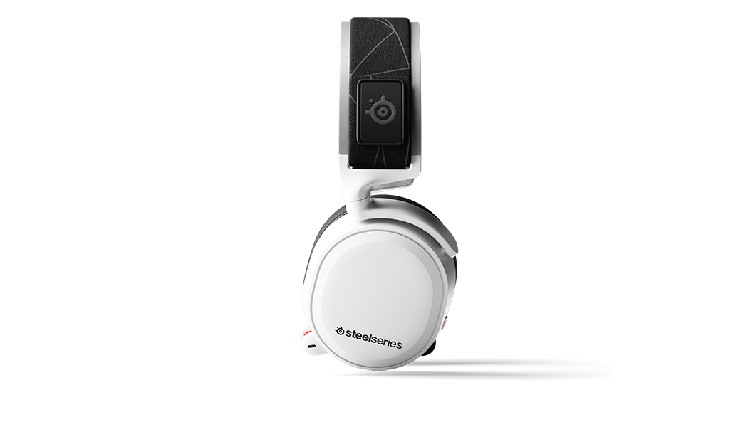 Arctis 7 White viewed from the side angle