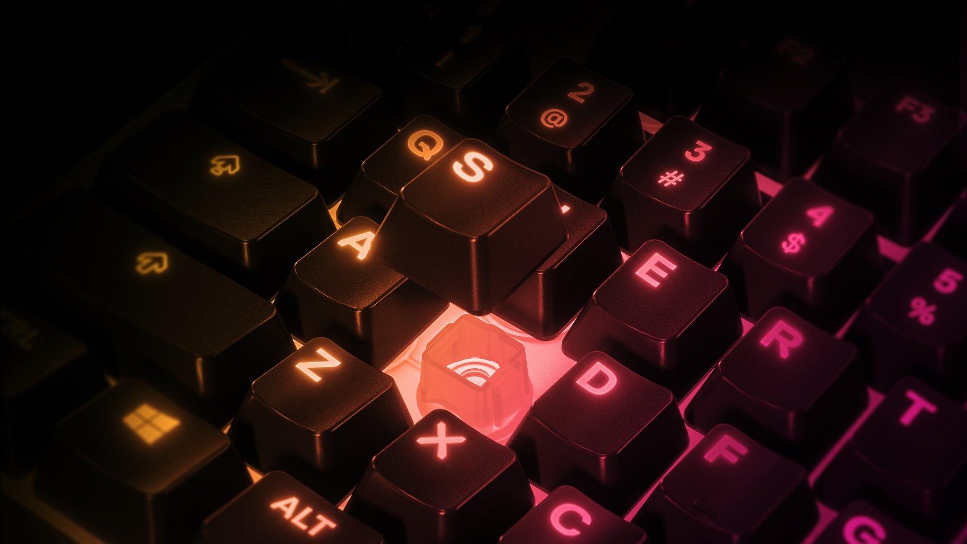 """Zur Präsentation der superleisen Membranschalter schwebt die S-Taste über der """"Apex3 TKL""""-Tastatur."""