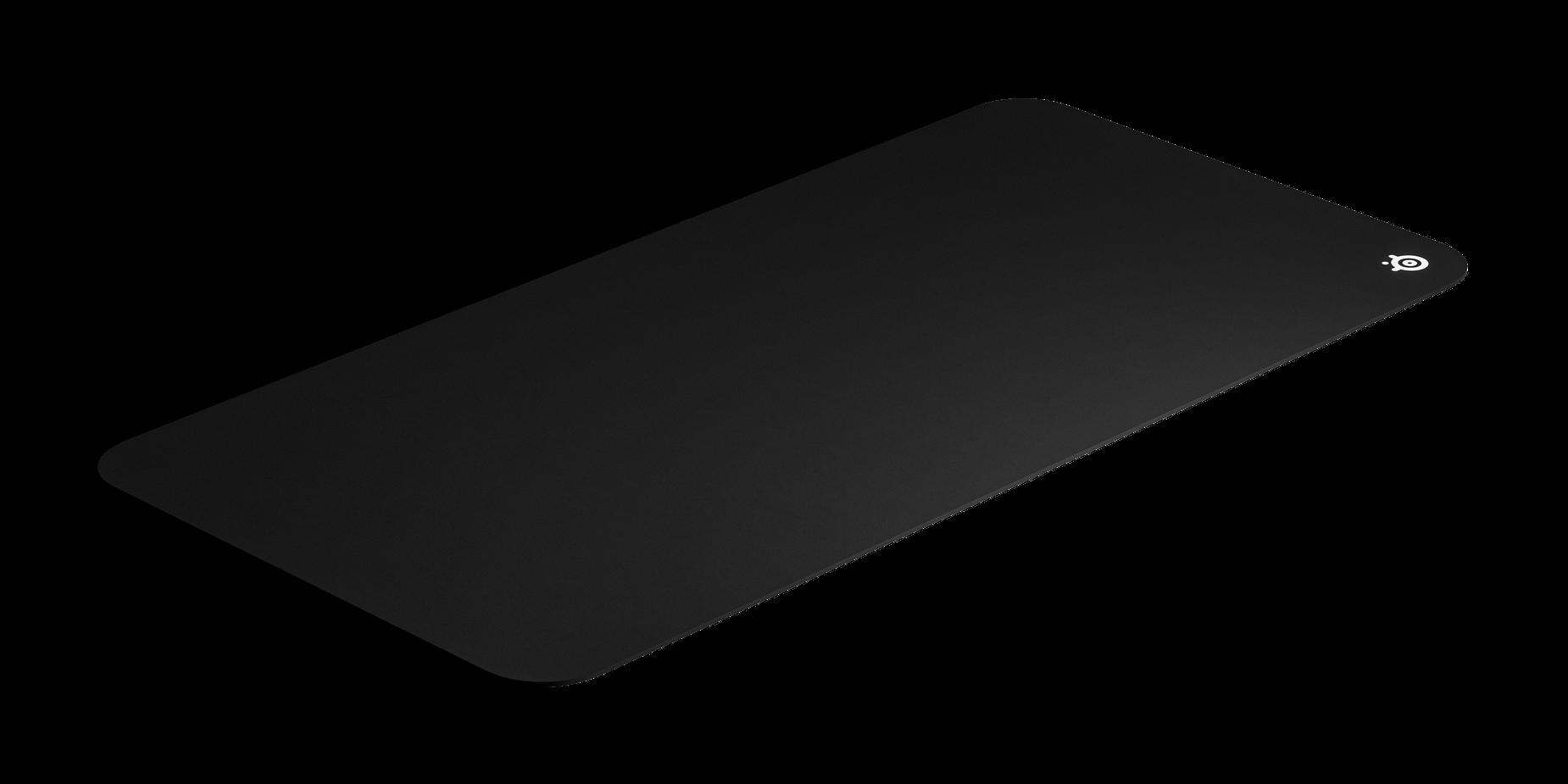 サイズ比較のために斜めに置かれたマウスパッドの画像