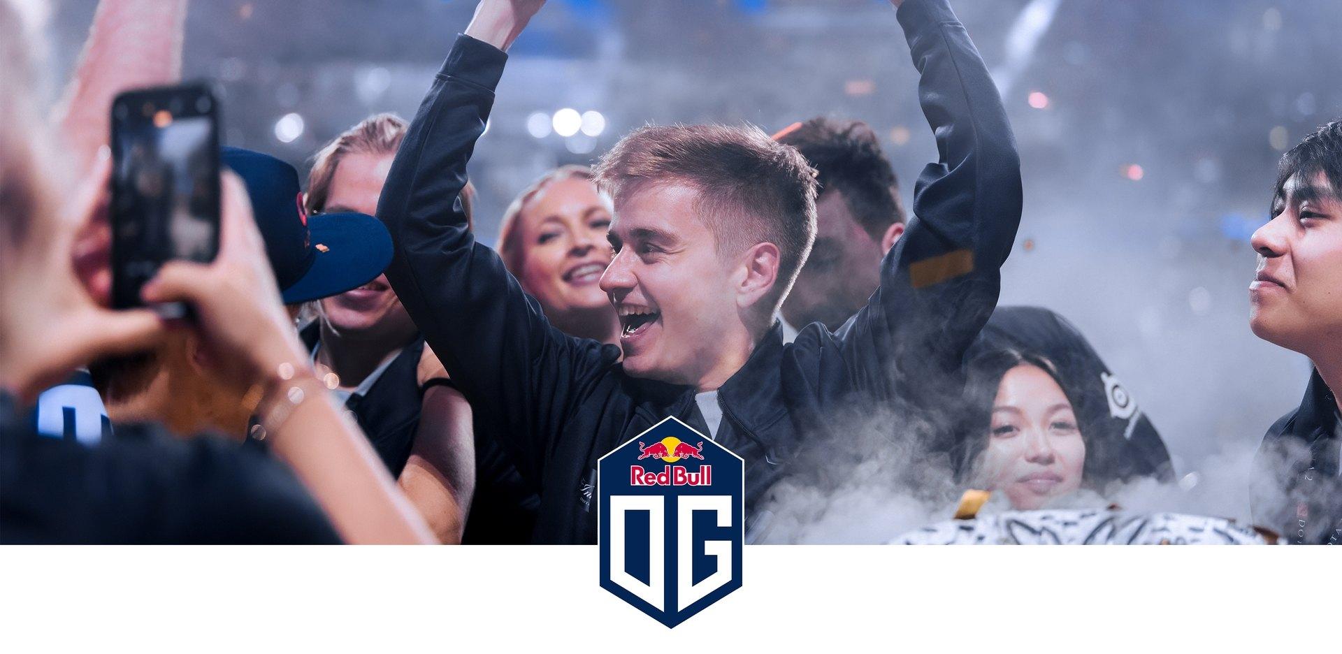Logo de l'équipe OG, avec eux célébrant leur victoire à un tournoi