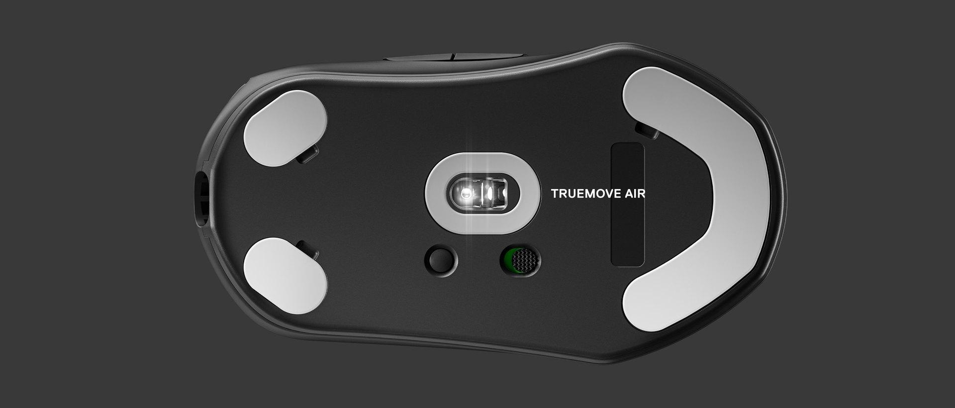Unteransicht der Maus mit einem Etikett zur Kennzeichnung des Sensors. Text rechts: TrueMovePro.