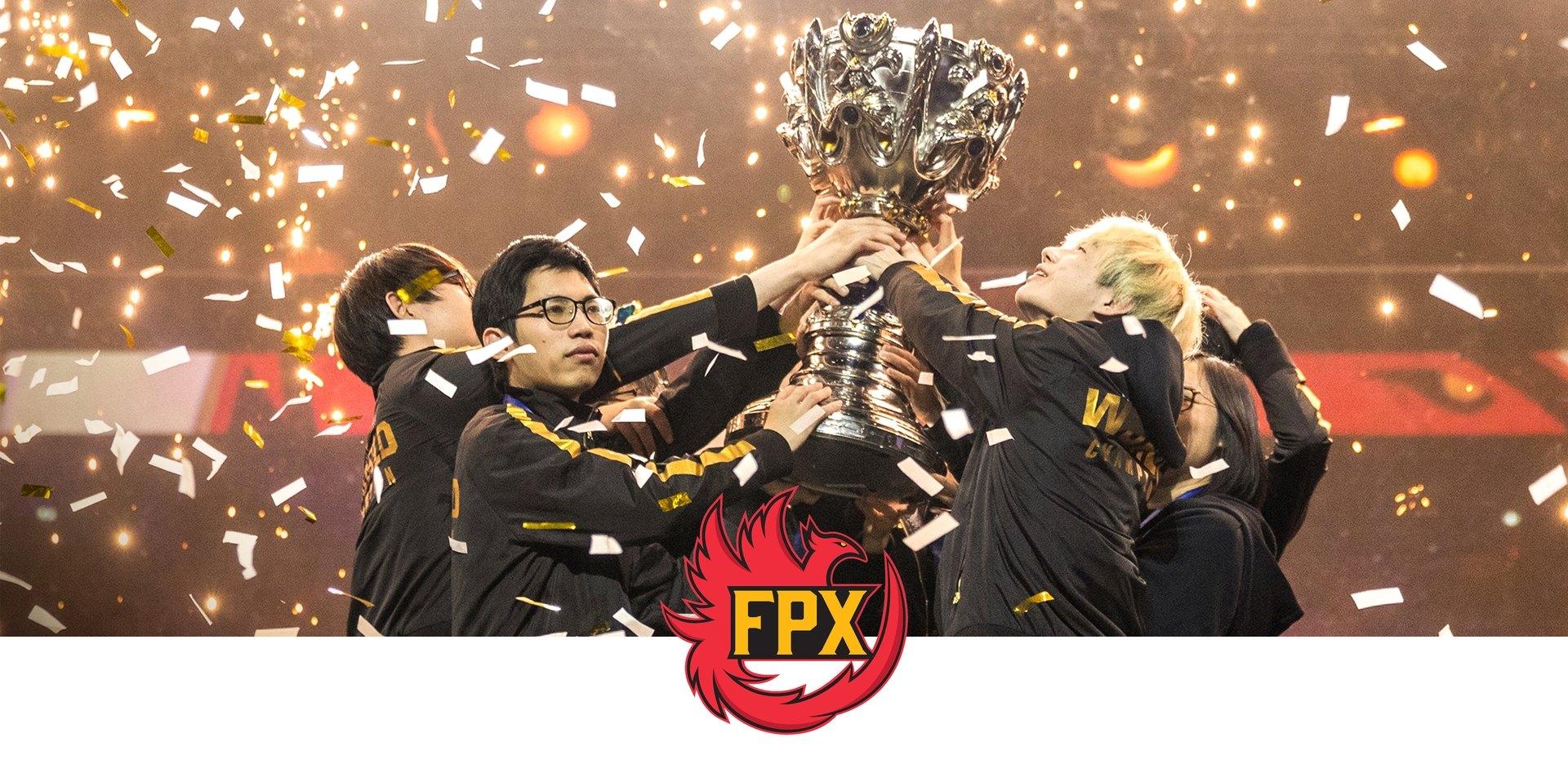 Logo de l'équipe FPF, avec eux remportant un trophée et le brandissant ensemble